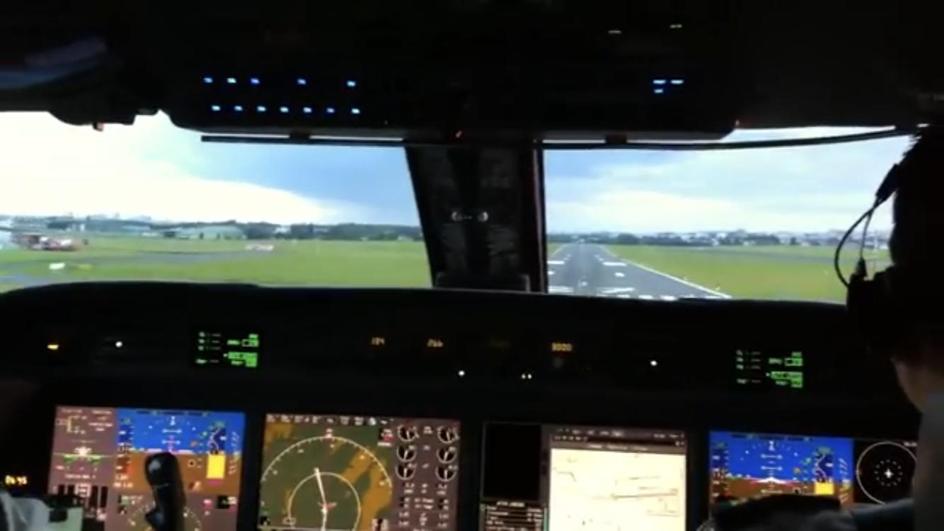 Video: Aterrizaje en Paris LFPB Le Bourget desde la Cabina Gulfstream 450